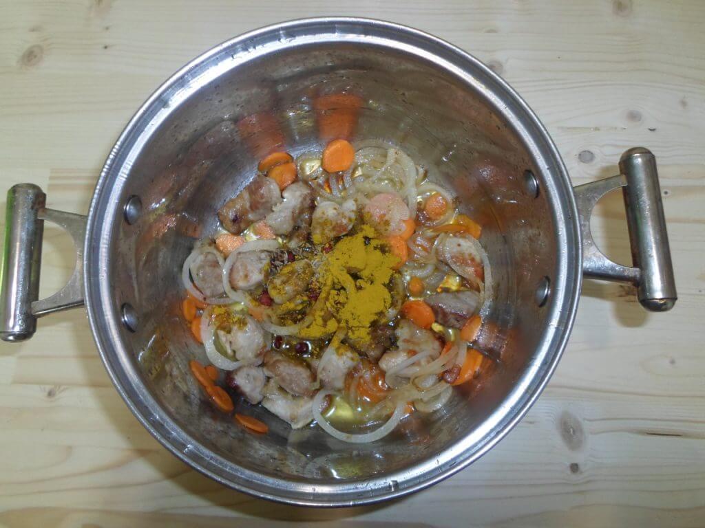 Плов со свининой в кастрюле, как приготовить рассыпчатый плов из свинины в кастрюле рецепт с фото