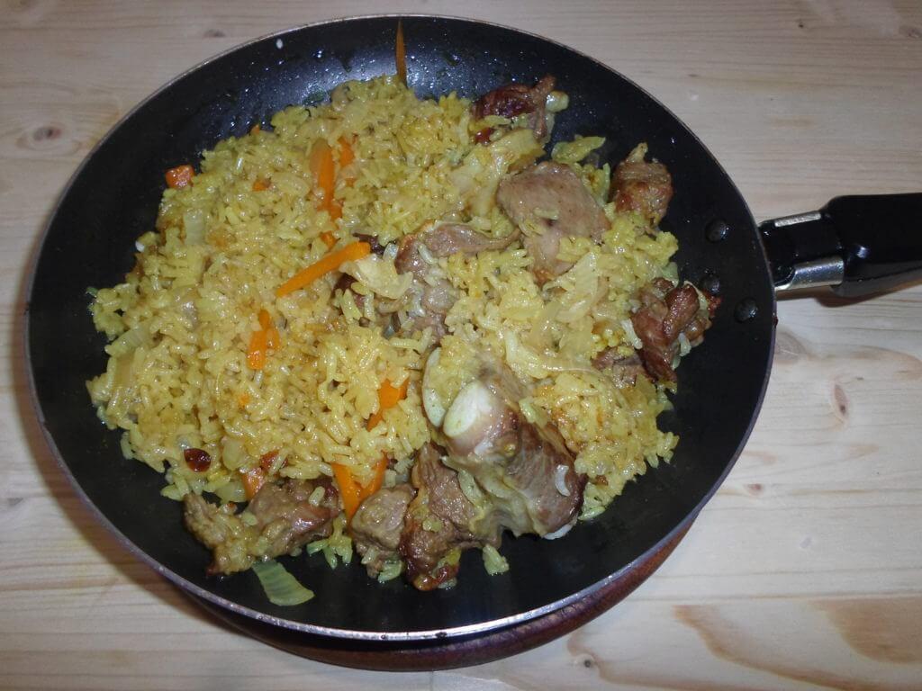 Плов на сковороде с говядиной рецепт