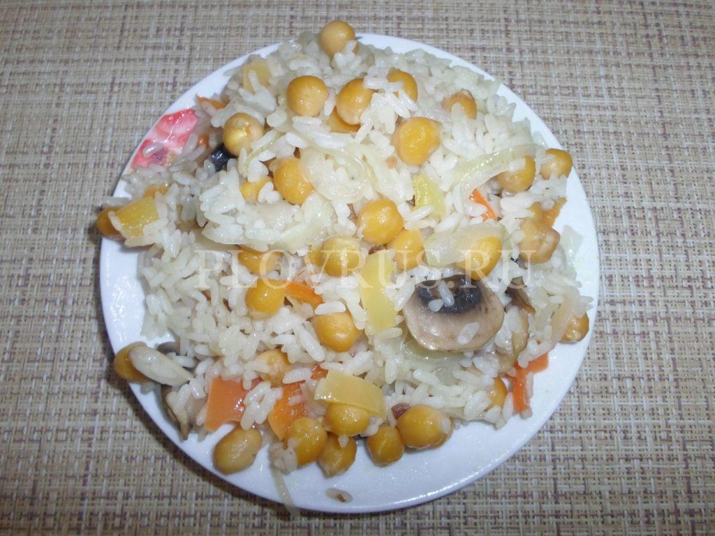 vegetarianskij-plov-s-nutom-gribami-i-ovoshhami