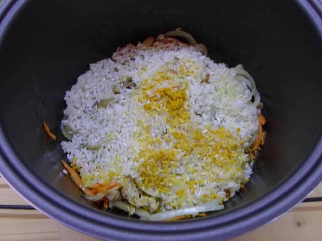 Плов с грибами в мультиварке-два рецепта