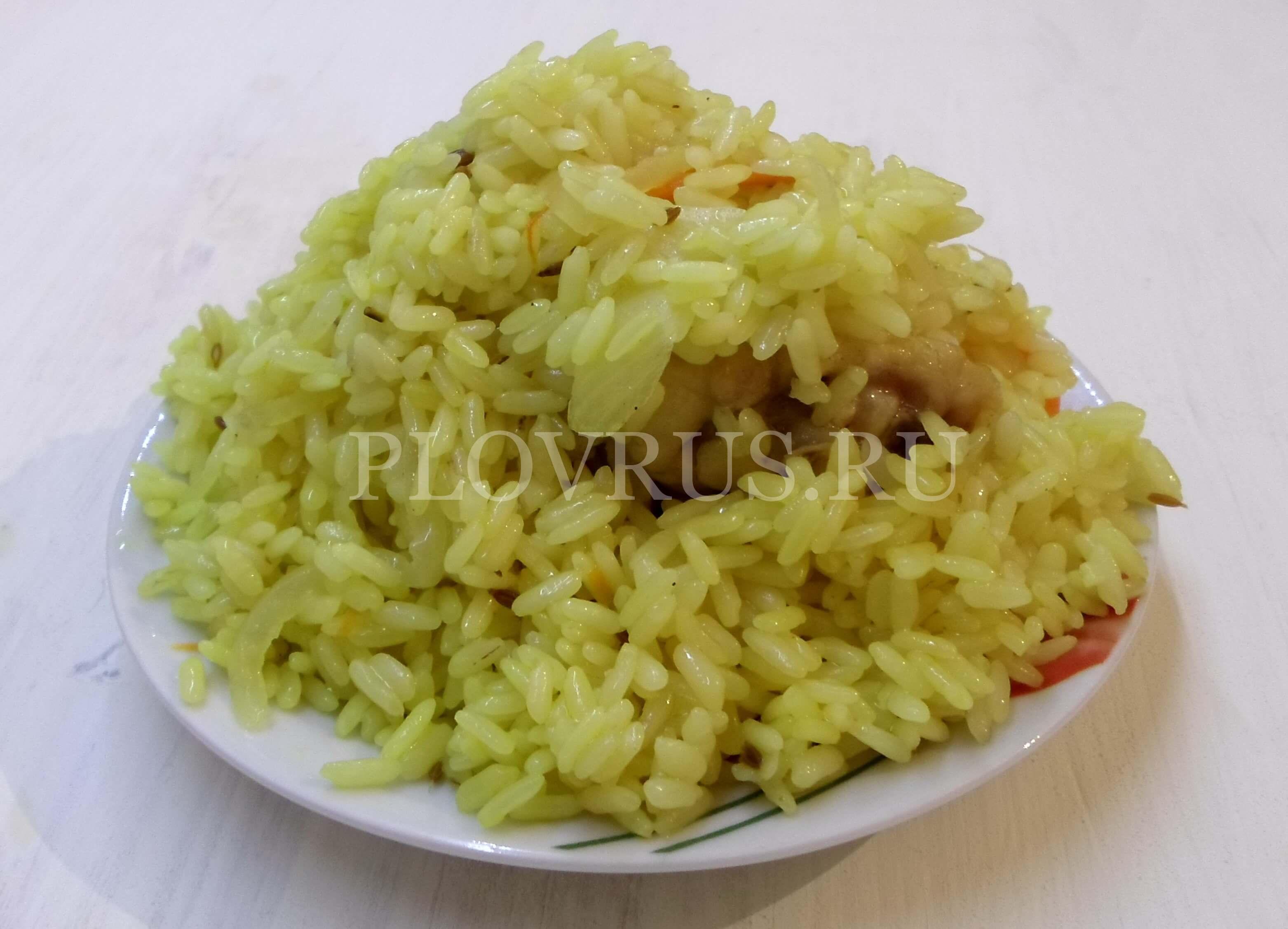 Плов из пропаренного риса приготовленный в мультиварке