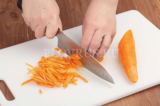 Как резать морковь для плова: правильная нарезка соломкой и бруском